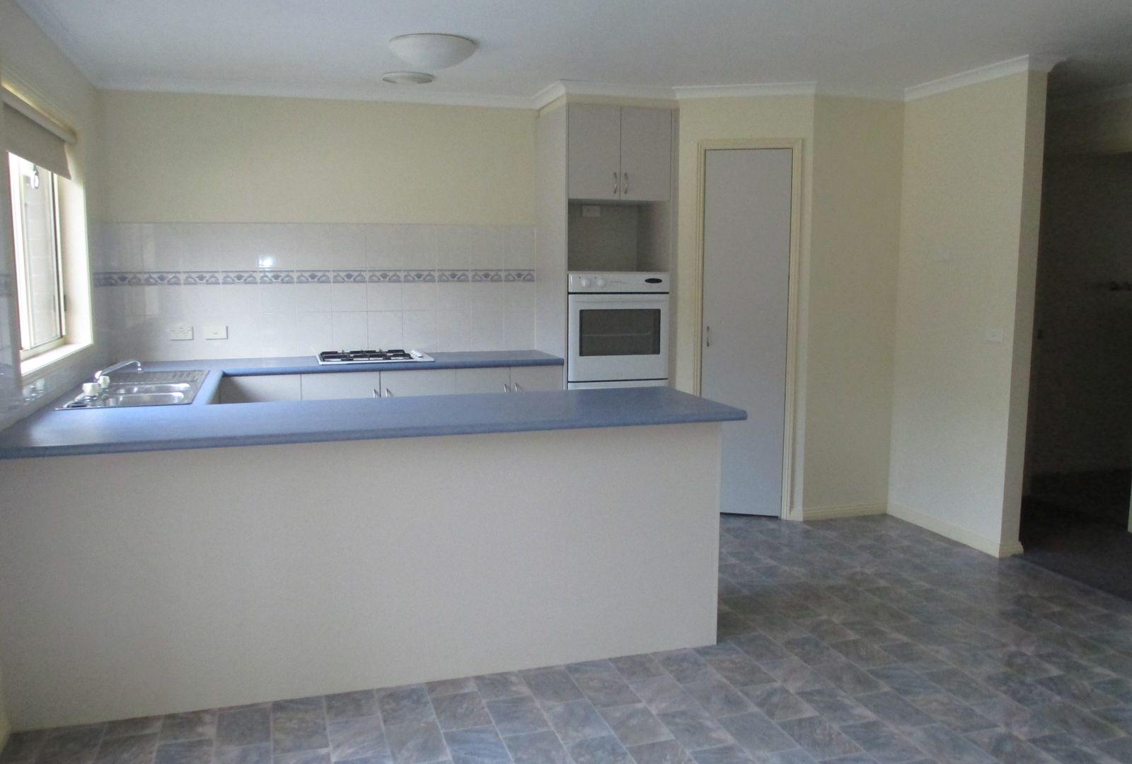 2/25 Ennor Place, Kangaroo Flat VIC 3555, Image 2