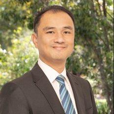 Tri Liu, Sales representative