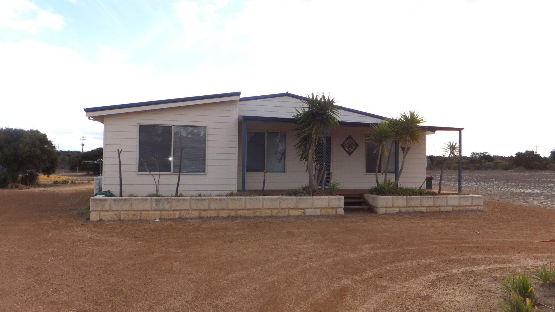 214 Banksia Rd, Hopetoun WA 6348, Image 2