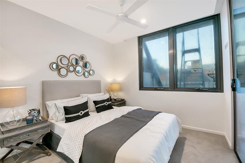 1056/123 Cavendish Road, Coorparoo QLD 4151, Image 2
