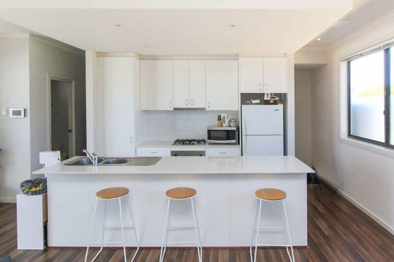 4/5 McKeahnie Street, Crestwood NSW 2620, Image 2