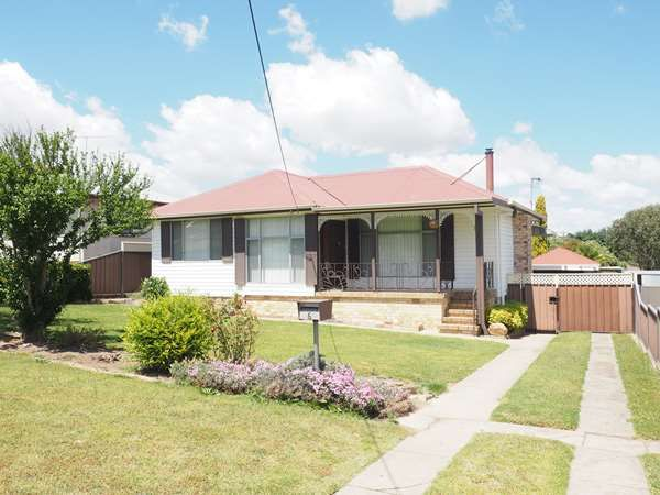 6 Prince Avenue, Uralla NSW 2358, Image 0