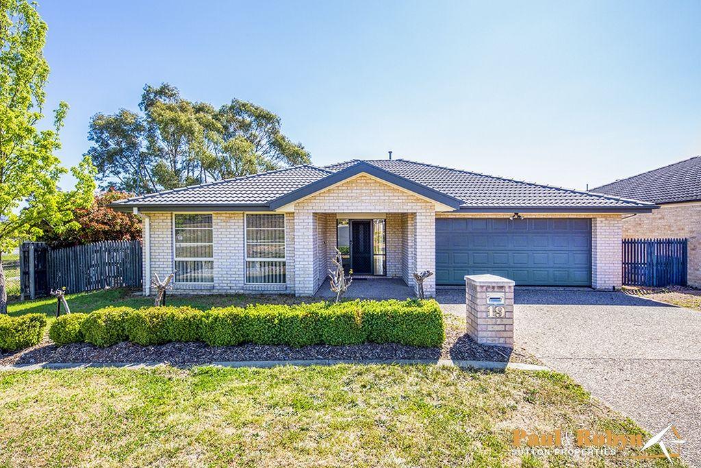 19 Dora Street, Jerrabomberra NSW 2619, Image 1