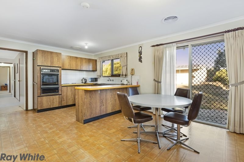 8 Clifton Drive, Lancefield VIC 3435, Image 2