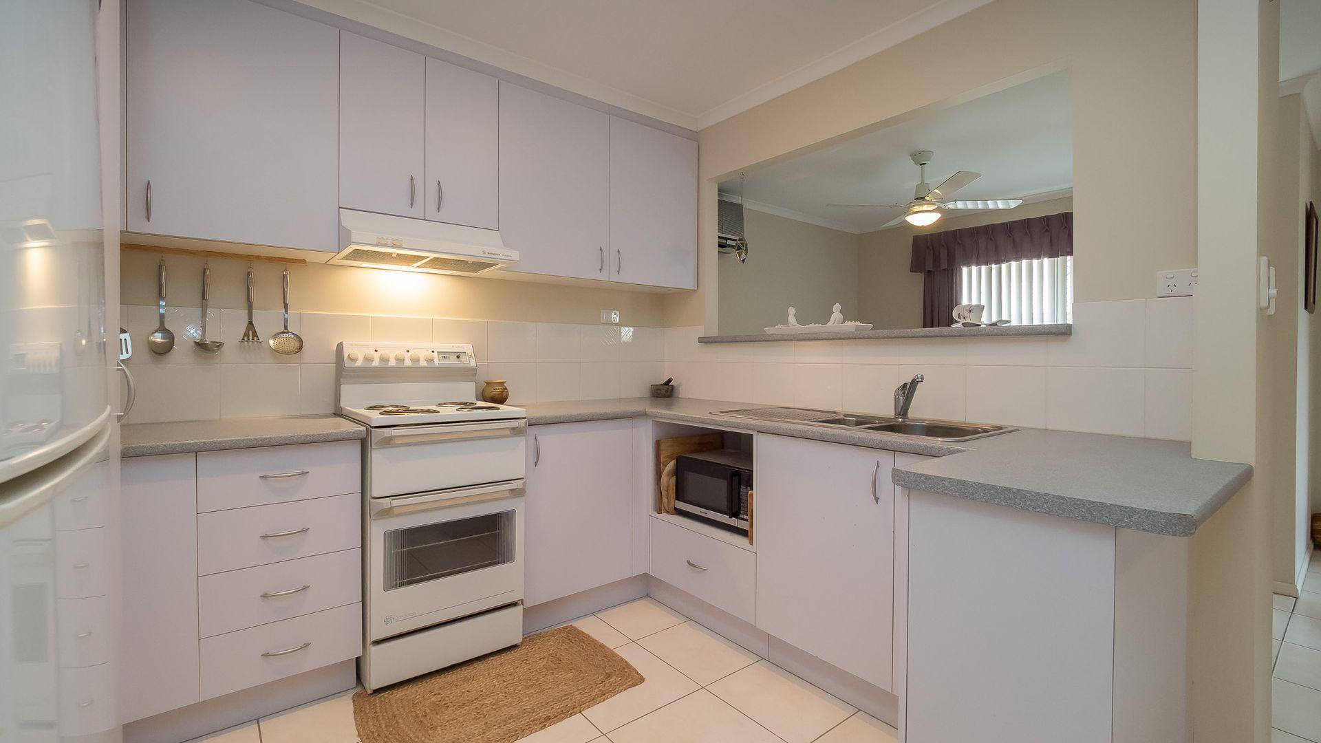 2/174 Cypress Street, Urangan QLD 4655, Image 2