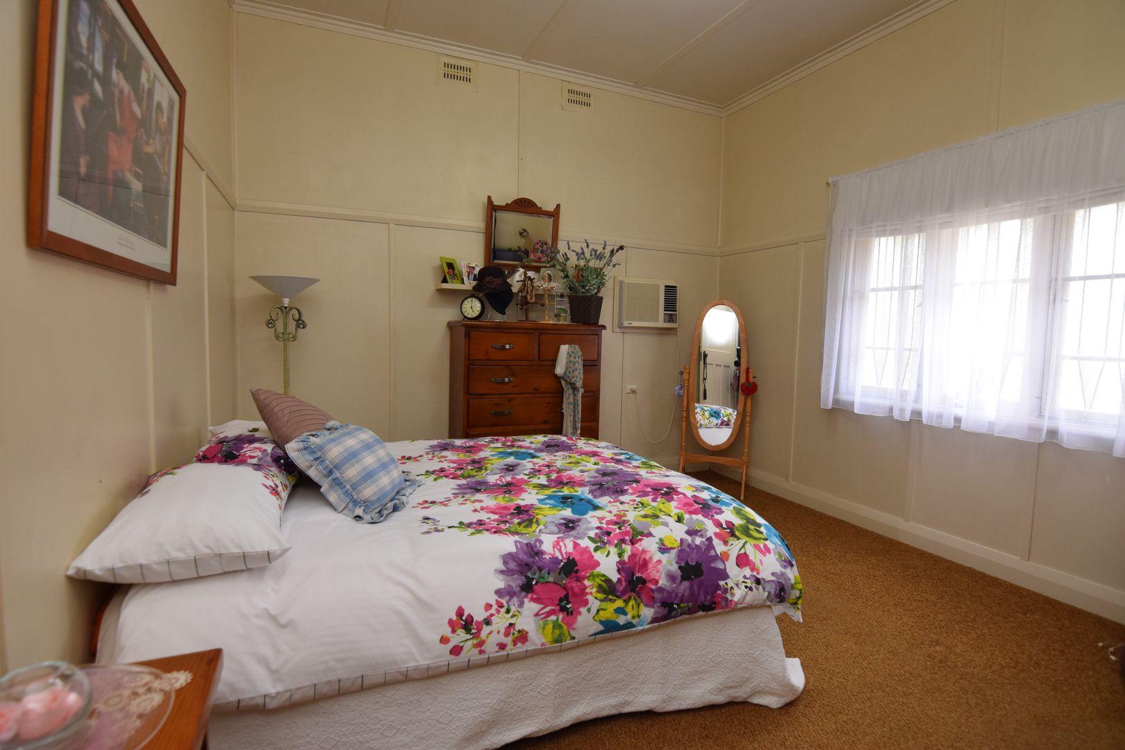 60 Molesworth Street, Tenterfield NSW 2372, Image 2