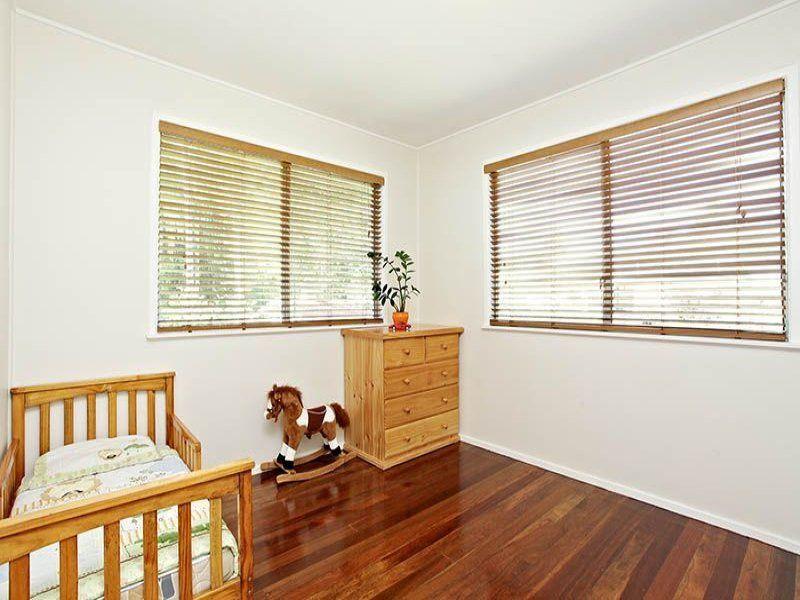 66 Dobbs st, Holland Park West QLD 4121, Image 2