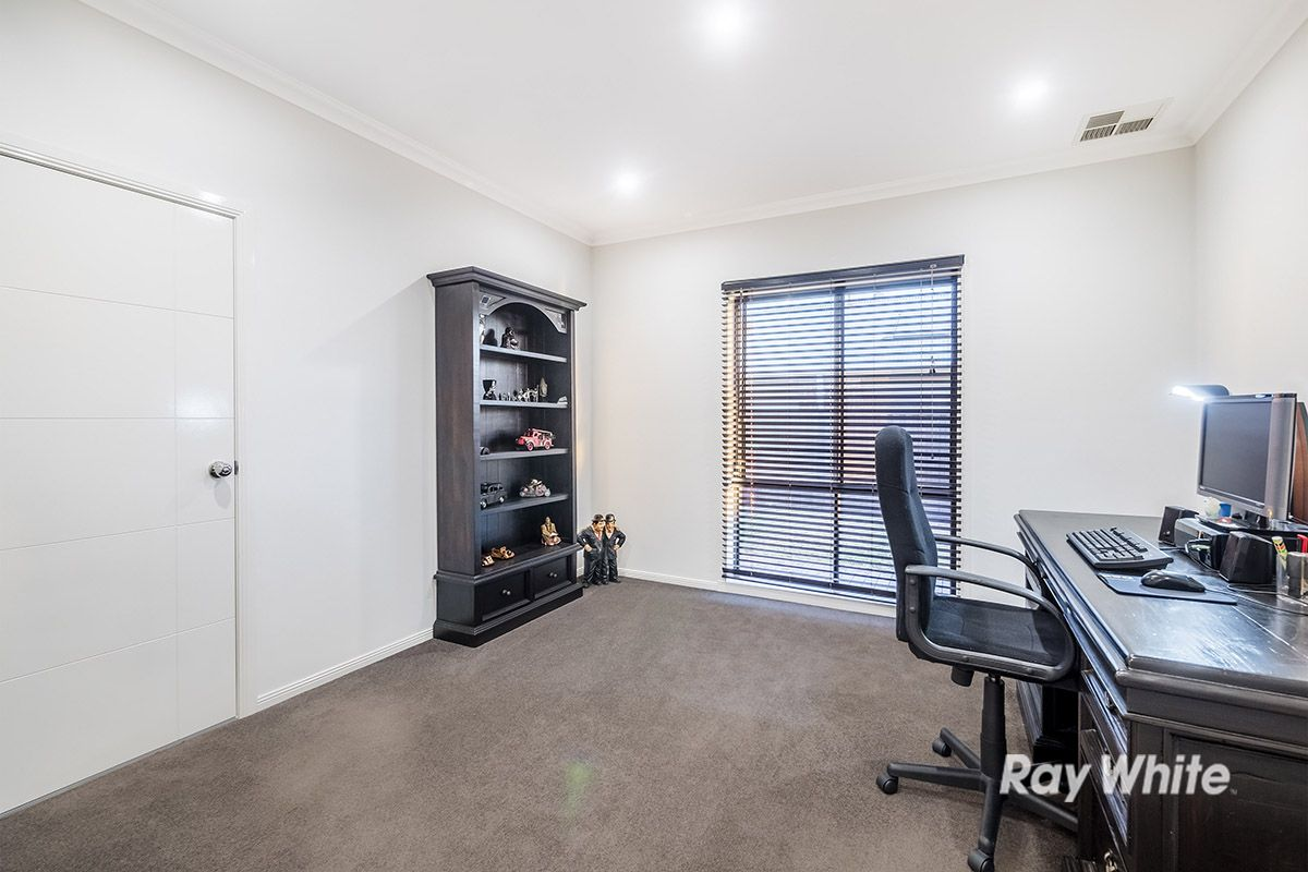 38 Macumba Drive, Clyde North VIC 3978, Image 2