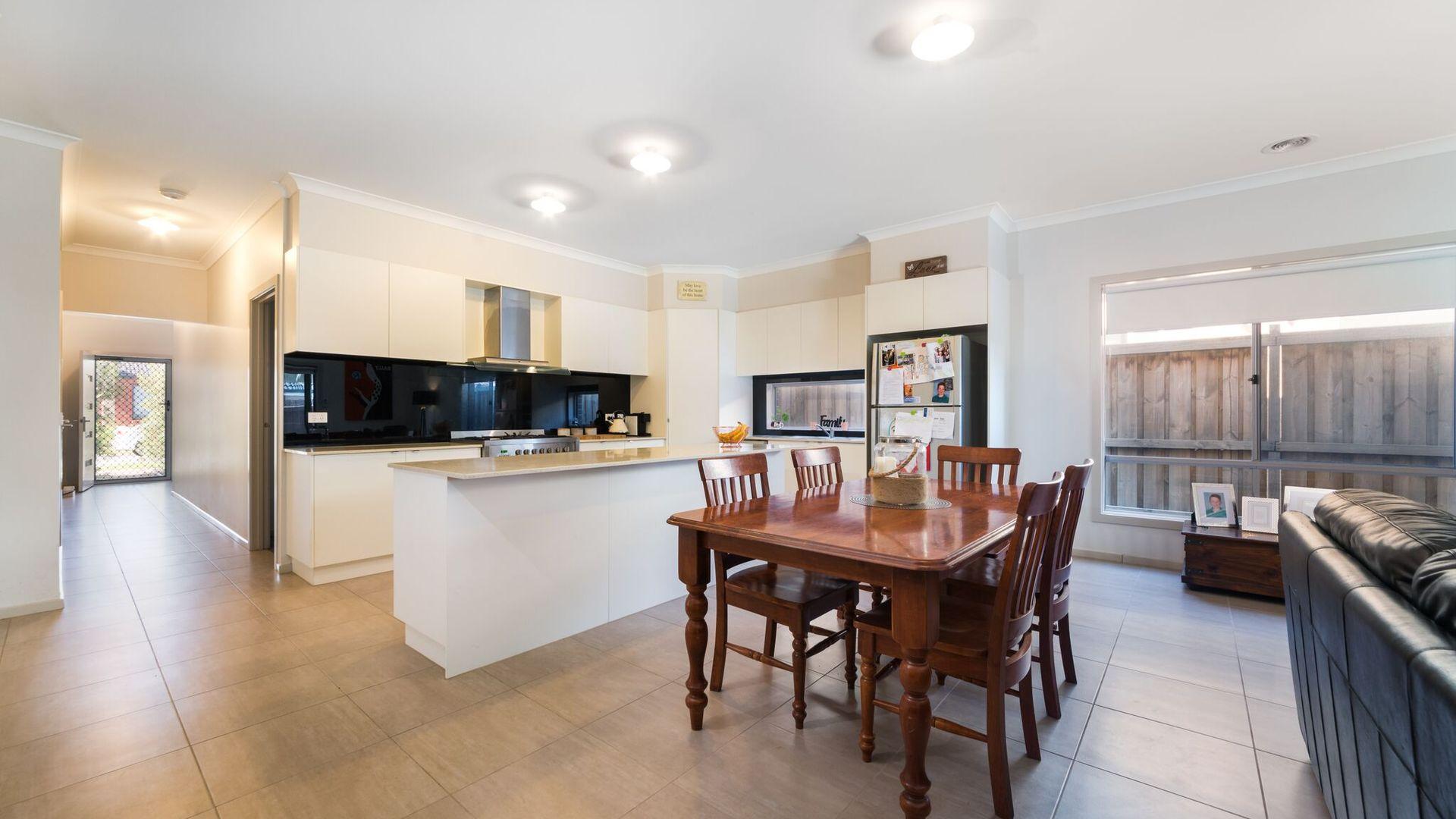 8 George Frederick  Road, Cranbourne West VIC 3977, Image 1