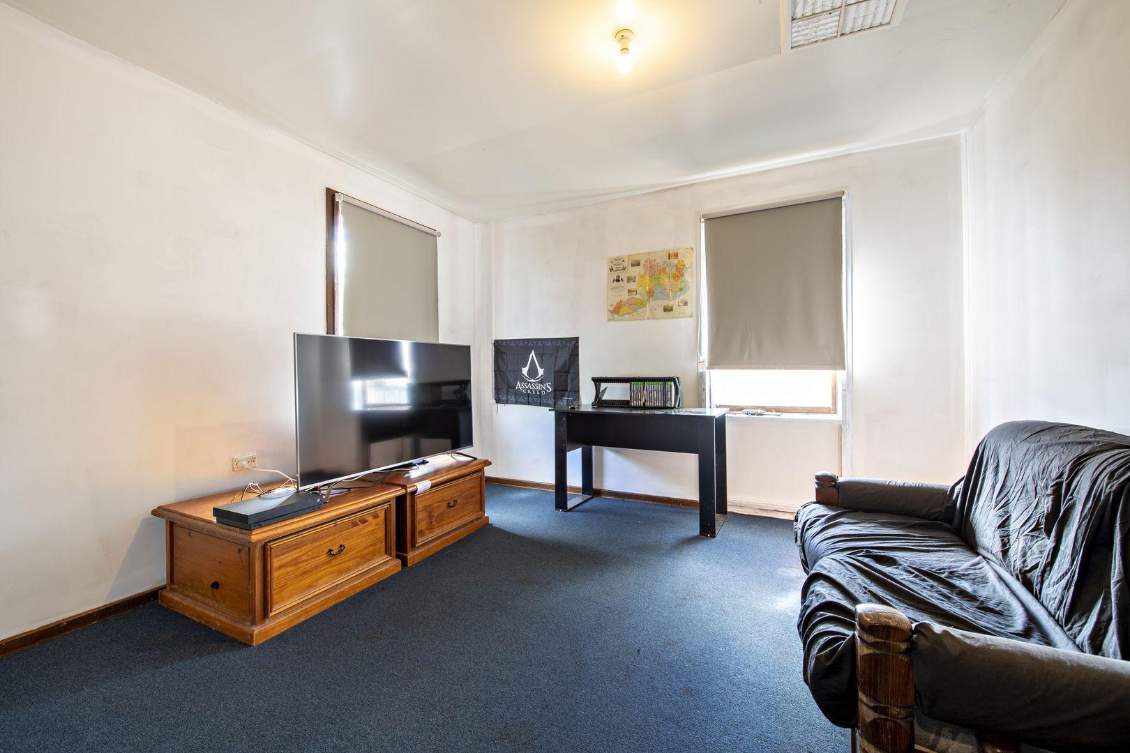 16 Collins Avenue, Dubbo NSW 2830, Image 2