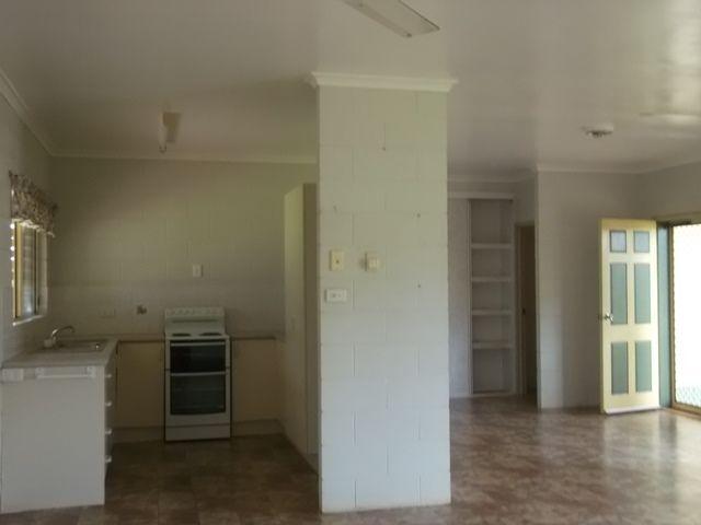6 Foxwood Avenue, Wangan QLD 4871, Image 2