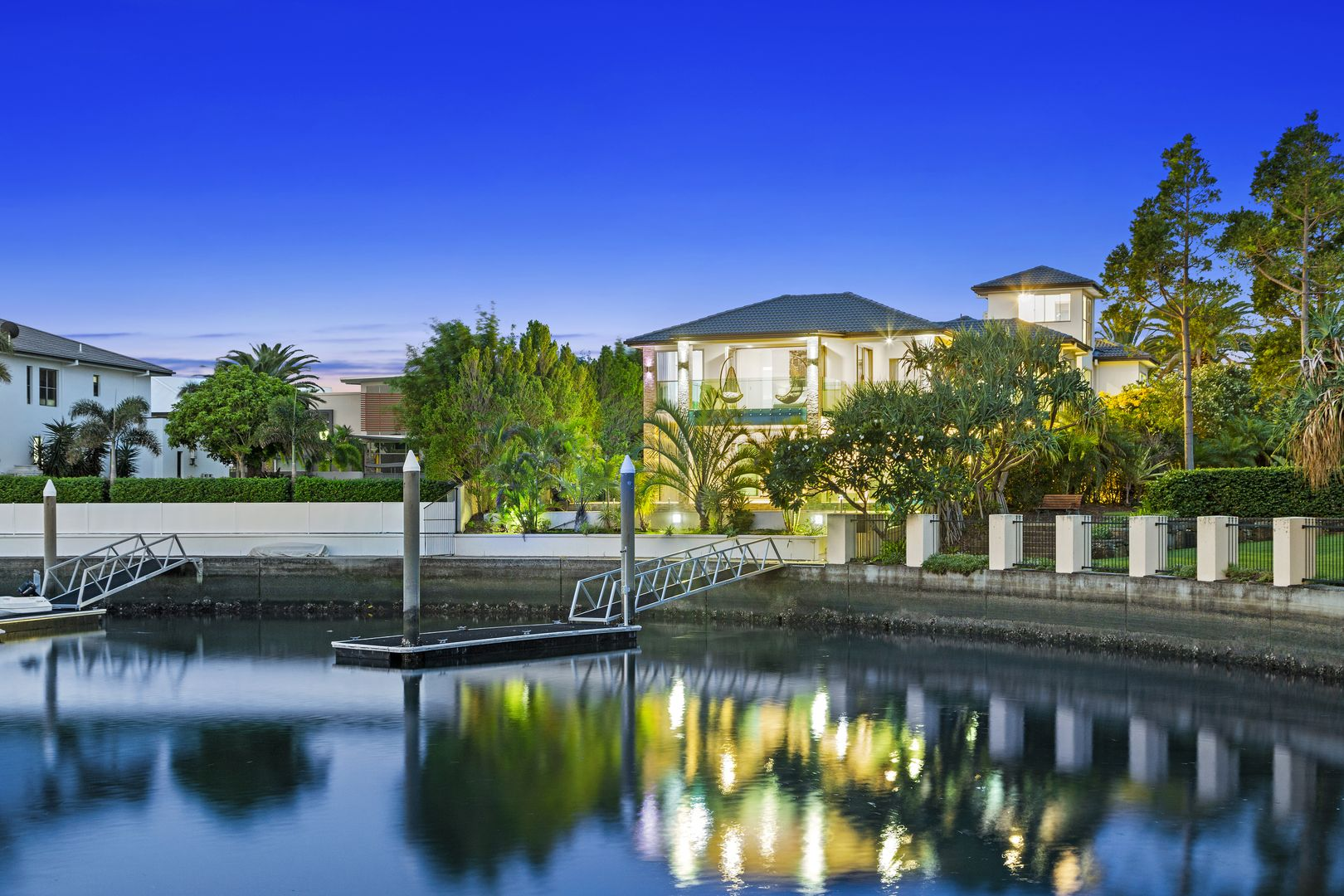 2 Regents Court, Sovereign Islands QLD 4216, Image 0