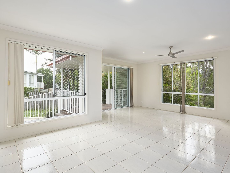 18 Lennox Street, Pacific Pines QLD 4211, Image 2