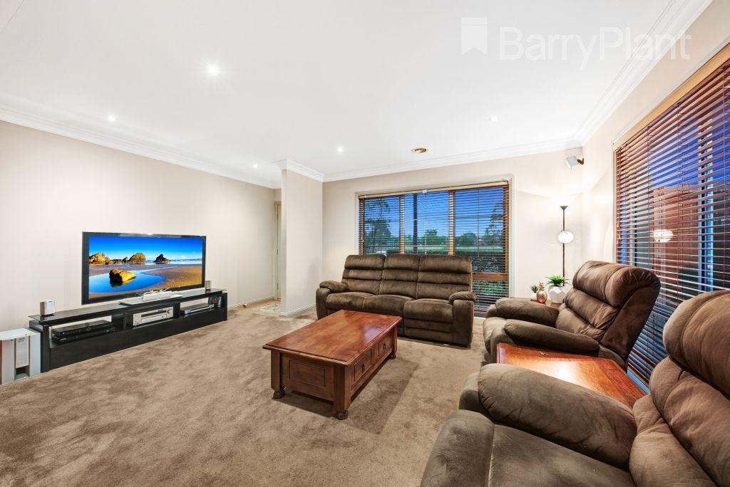 9 Barrington  Terrace, Point Cook VIC 3030, Image 2
