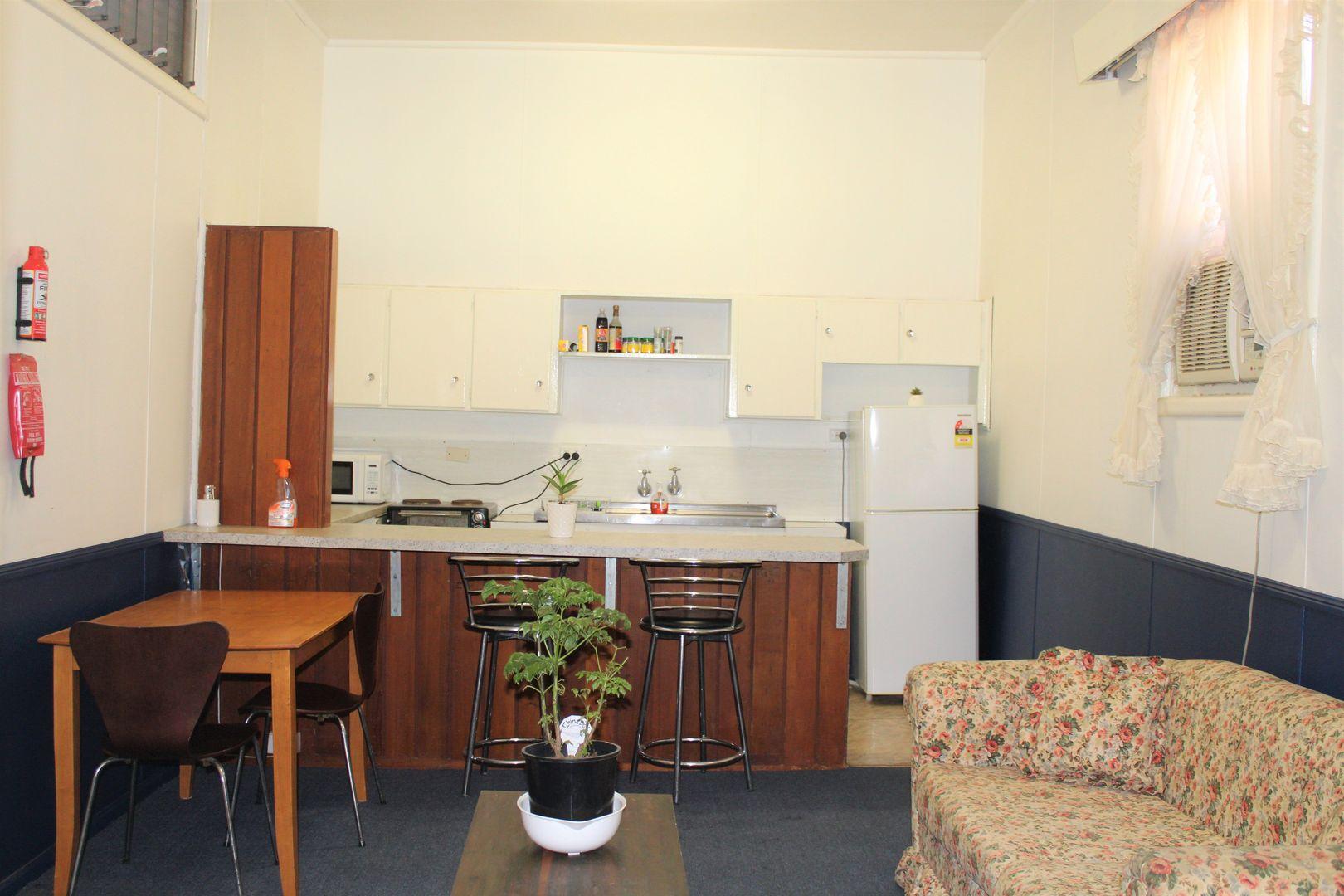 2/140 Dubbo St, Warren NSW 2824, Image 0