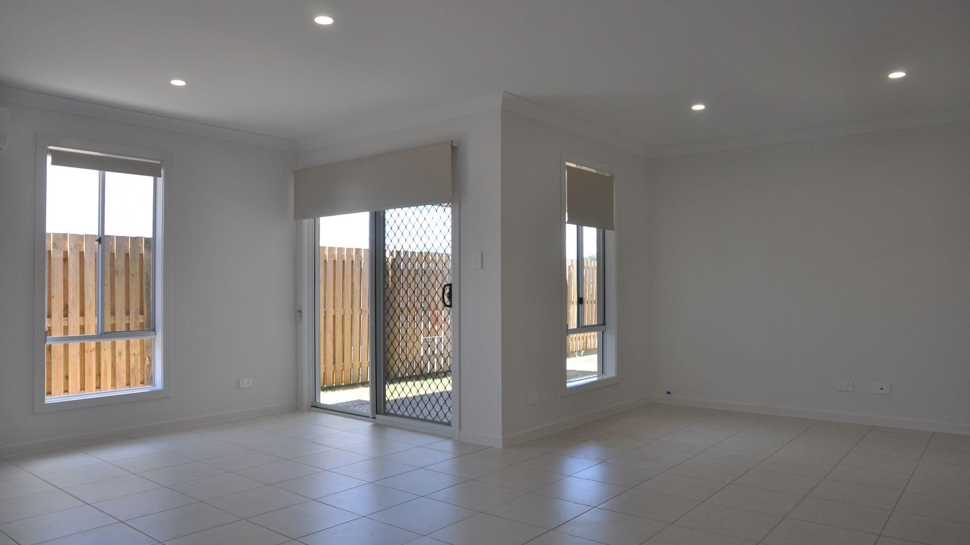 14 McInnes Crescent, Glenvale QLD 4350, Image 2