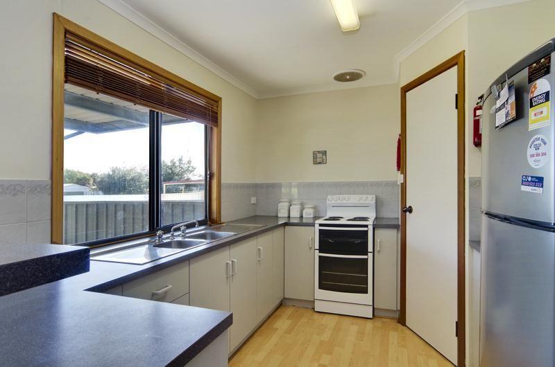 33 Moontana Avenue, Moonta Bay SA 5558, Image 2