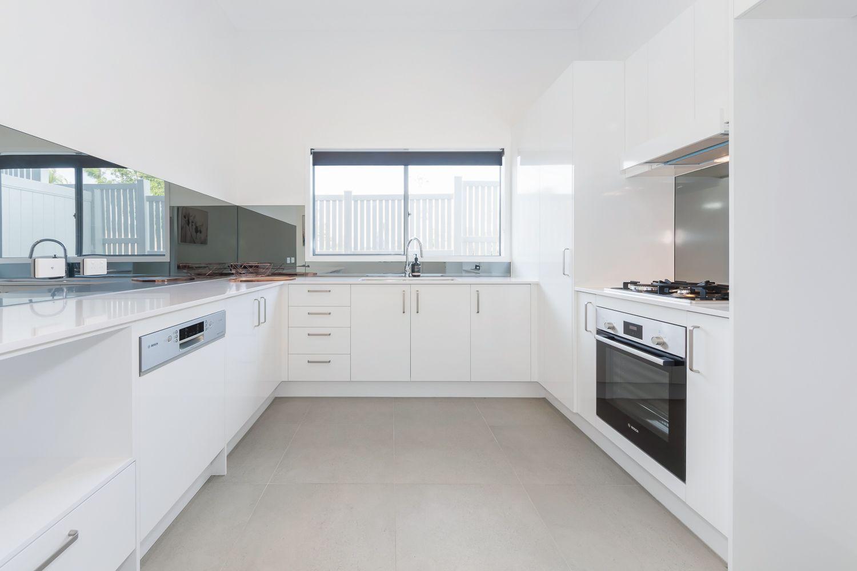 1/2 Pilgrim Place, Southport QLD 4215, Image 2