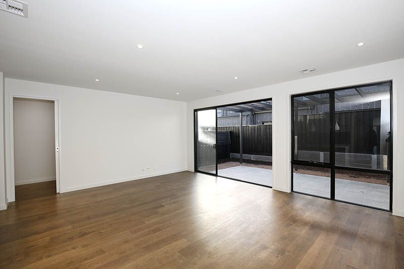 66 Stables Circuit, Doncaster VIC 3108, Image 2