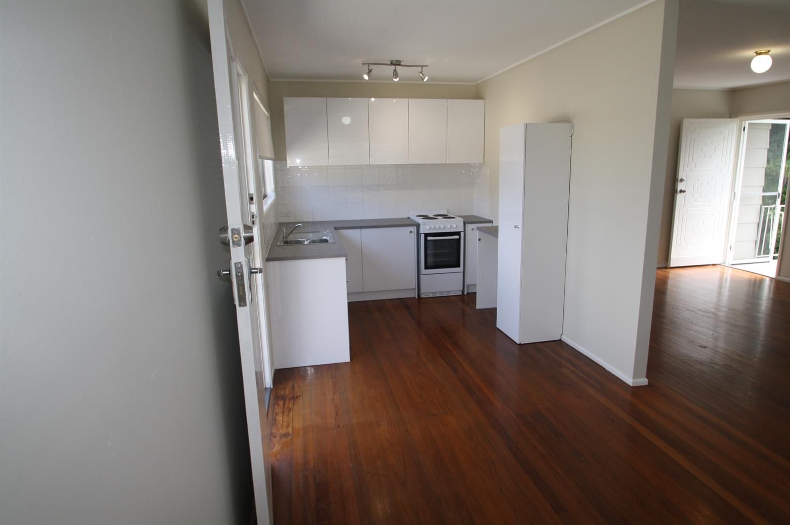 36 Walton Street, Southport QLD 4215, Image 2