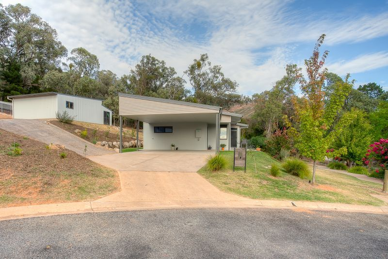 15 Leader Reef Drive, Bright VIC 3741, Image 2