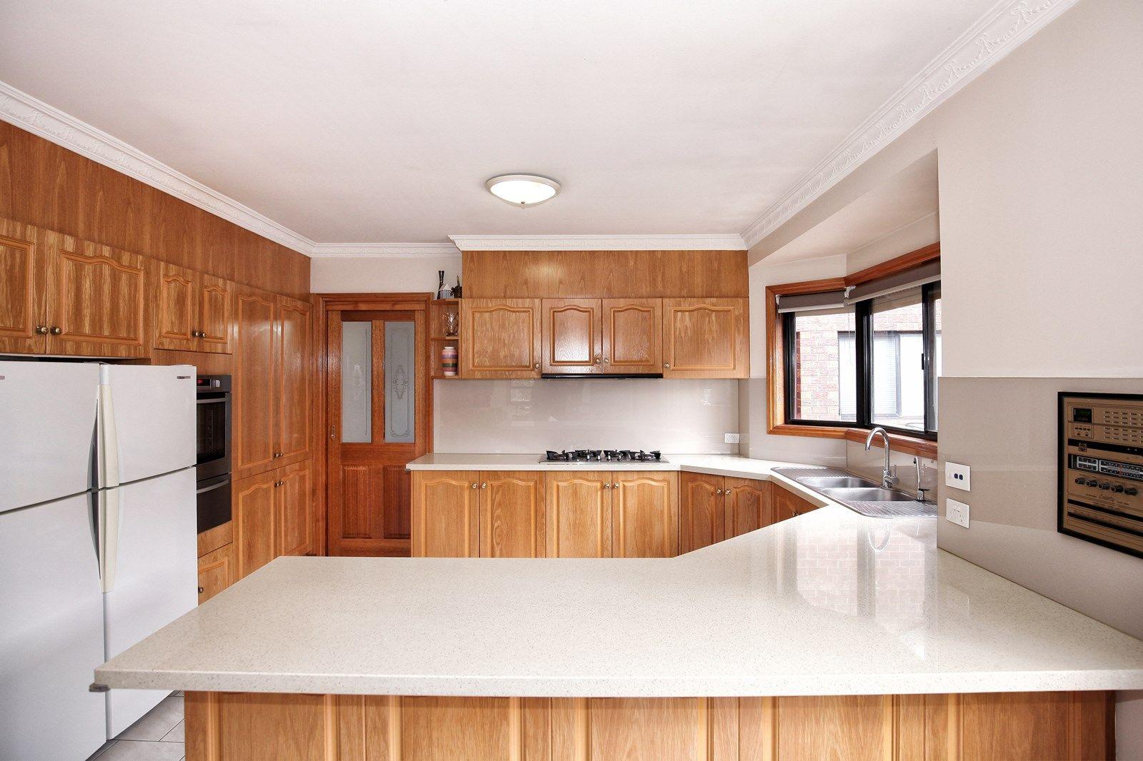 3 Manton  Place, Roxburgh Park VIC 3064, Image 2
