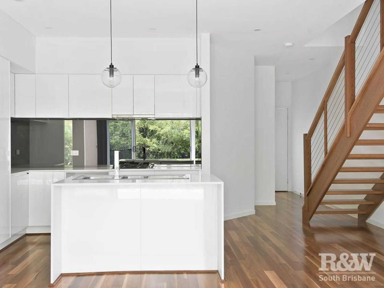 2/87 Jackson Street, Hamilton QLD 4007, Image 2