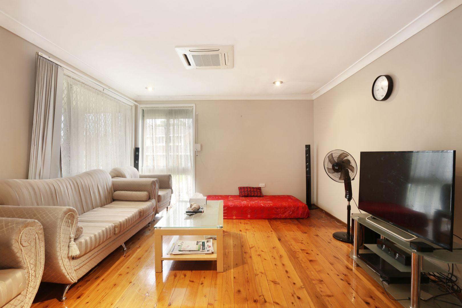 2 Lobelia Street, Macquarie Fields NSW 2564, Image 2