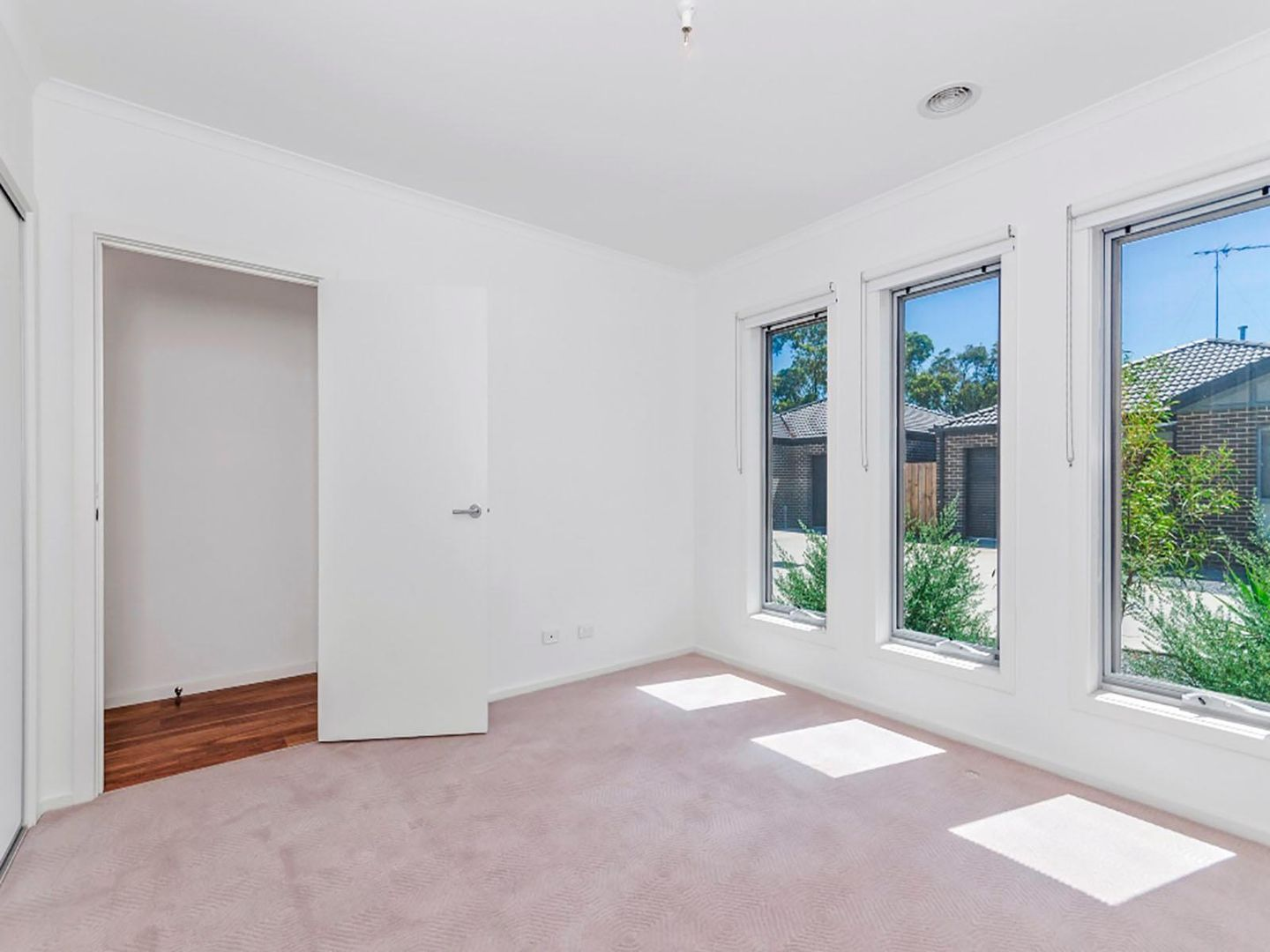 11/31-33 Helms Street, Newcomb VIC 3219, Image 2