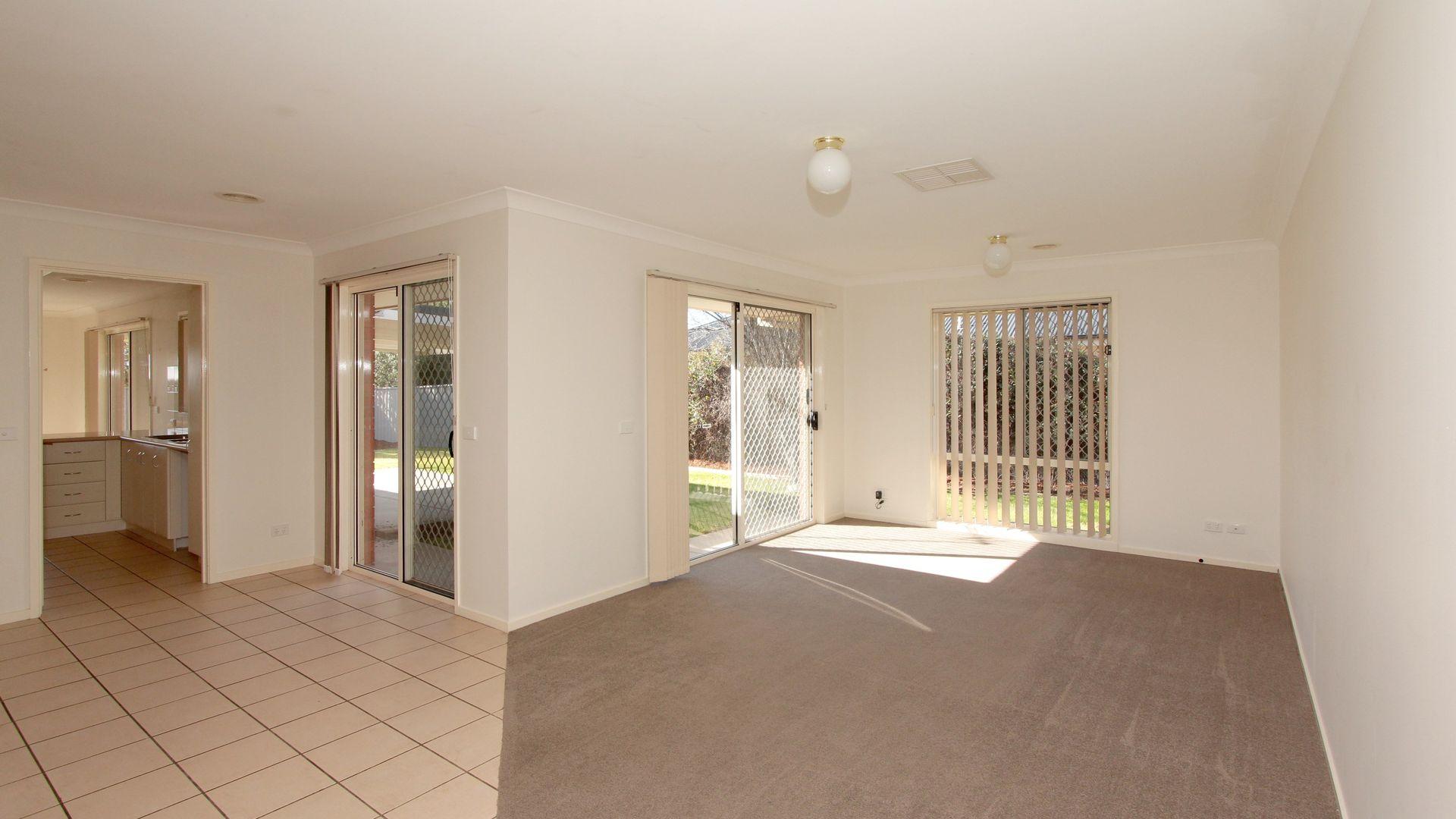 72 Paldi Crescent, Glenfield Park NSW 2650, Image 2