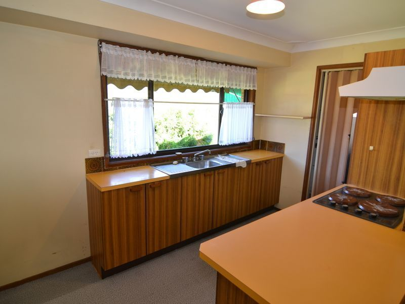 2 Blaxland Street, Lithgow NSW 2790, Image 2