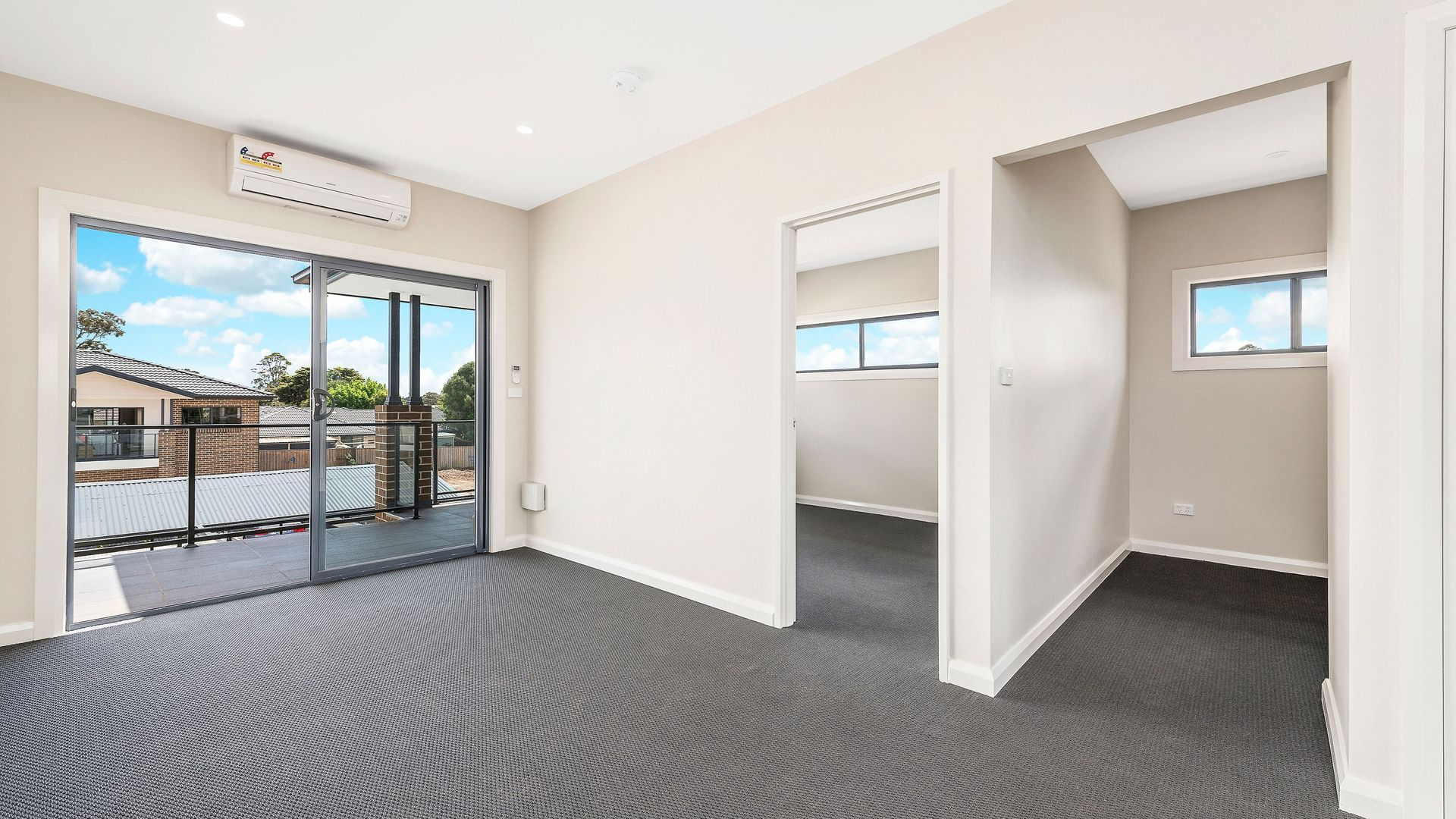 10/26-28 Third Avenue, Macquarie Fields NSW 2564, Image 2