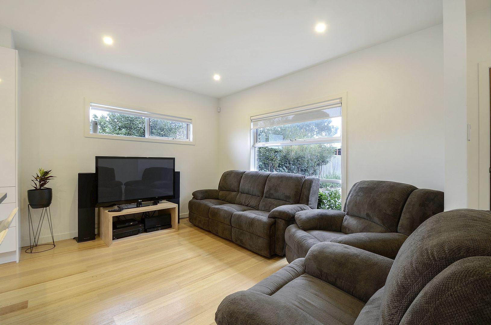 2/16 Fourth Avenue, Chelsea Heights VIC 3196, Image 2