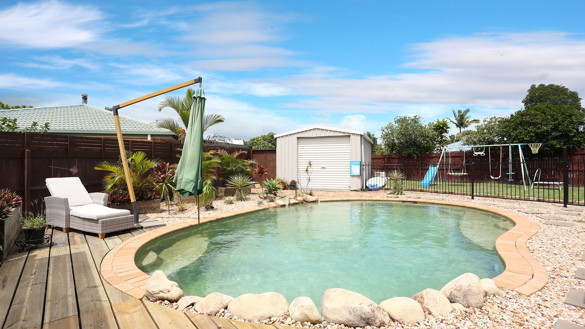 8 Squire Place, Sandstone Point QLD 4511, Image 2