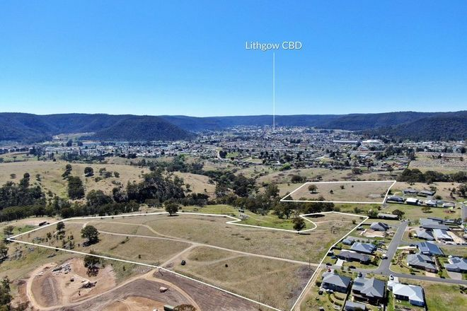 Picture of 1 Hillcrest Avenue, LITHGOW NSW 2790