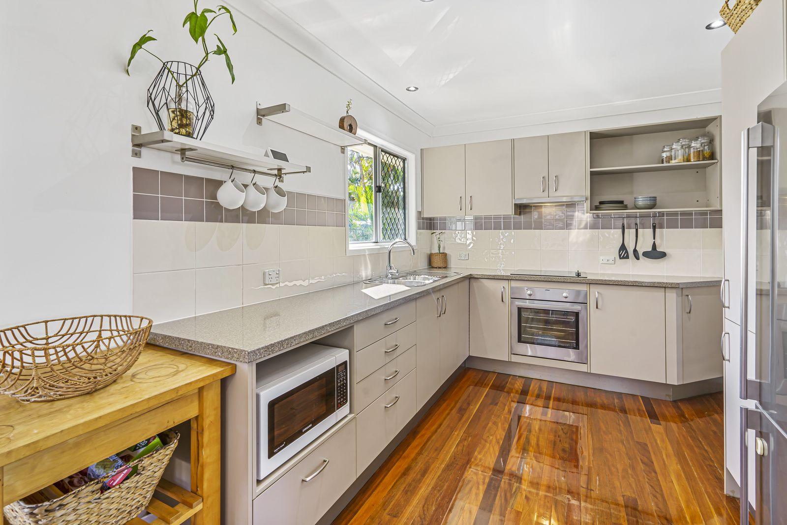 33 Leadale Street, Wynnum West QLD 4178, Image 2