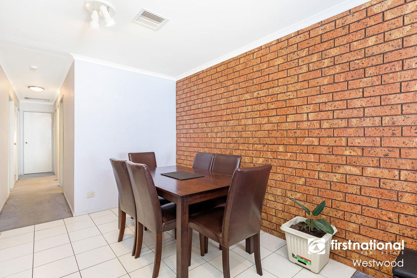 2/25 Cameron Drive, Hoppers Crossing VIC 3029, Image 2