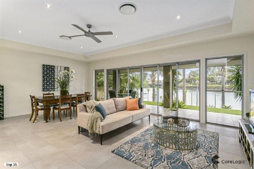 11 La Spezia Court, Isle Of Capri QLD 4217, Image 2