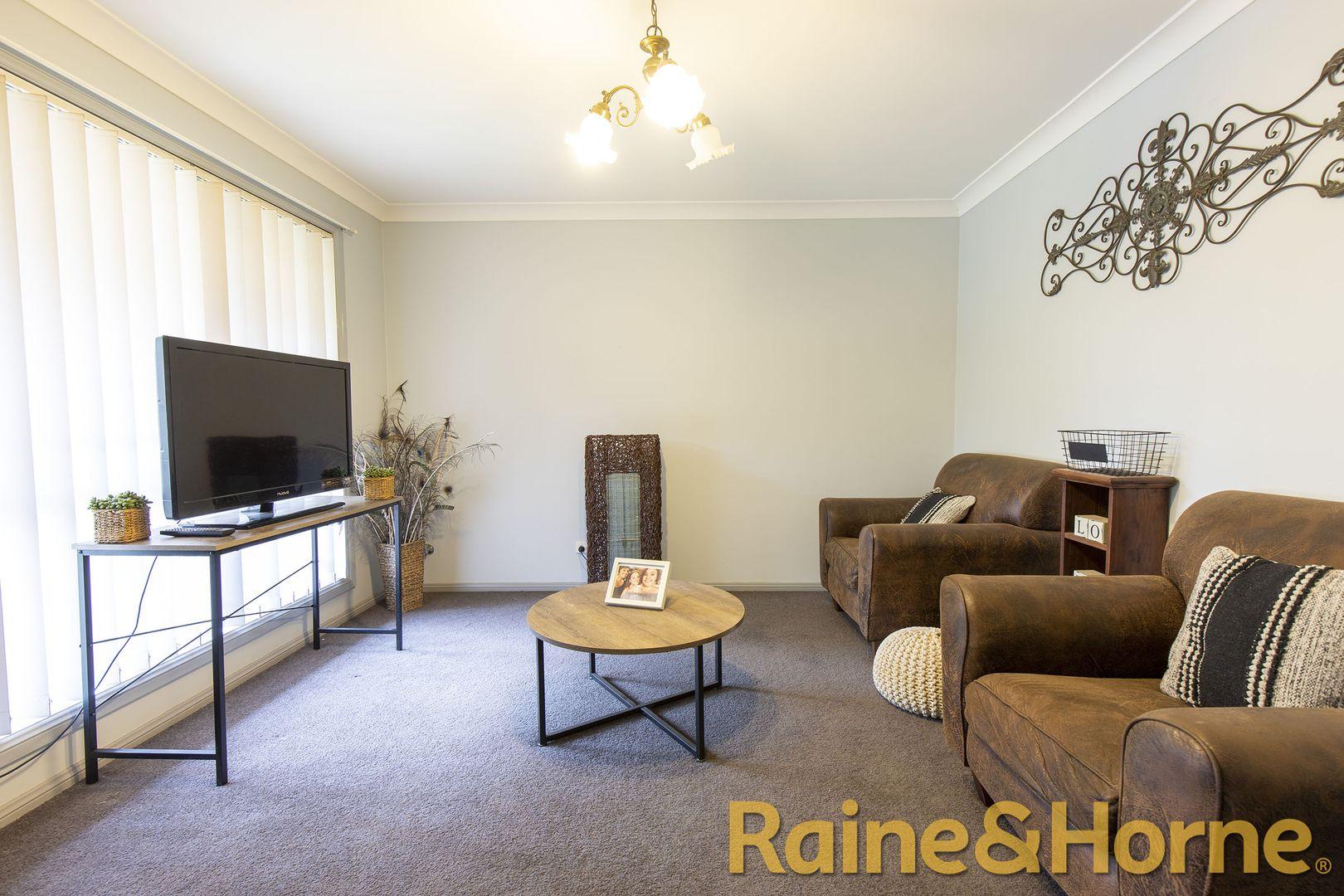 4 Pinehurst Avenue, Dubbo NSW 2830, Image 2