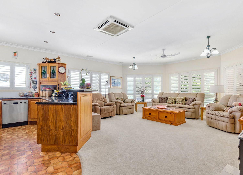 29 Brecknell Street, The Range QLD 4700, Image 2