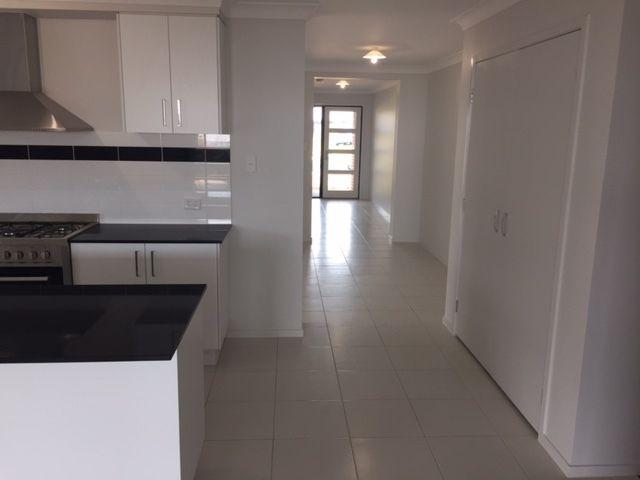 18 Farrer Street, Cranley QLD 4350, Image 1