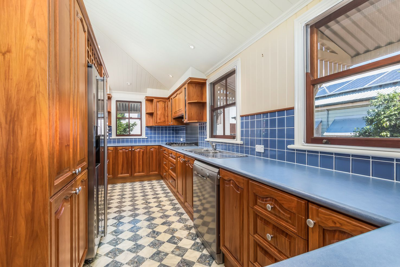46 Soden Street, Yeerongpilly QLD 4105, Image 2