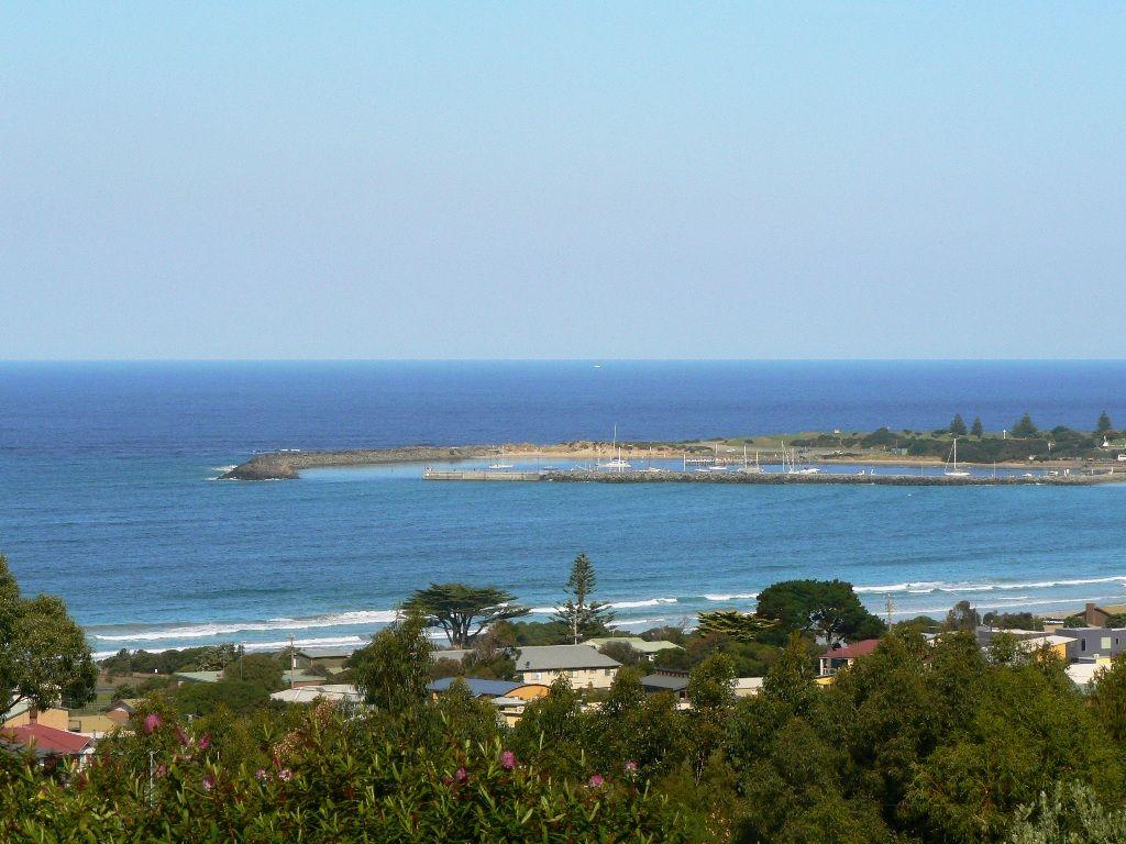 4 Seaview Drive, Apollo Bay VIC 3233, Image 2
