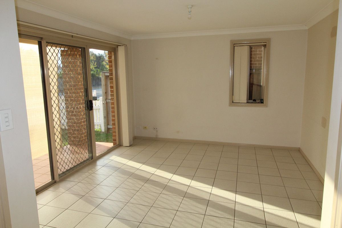 100 Glenfield Road, Currans Hill NSW 2567, Image 2