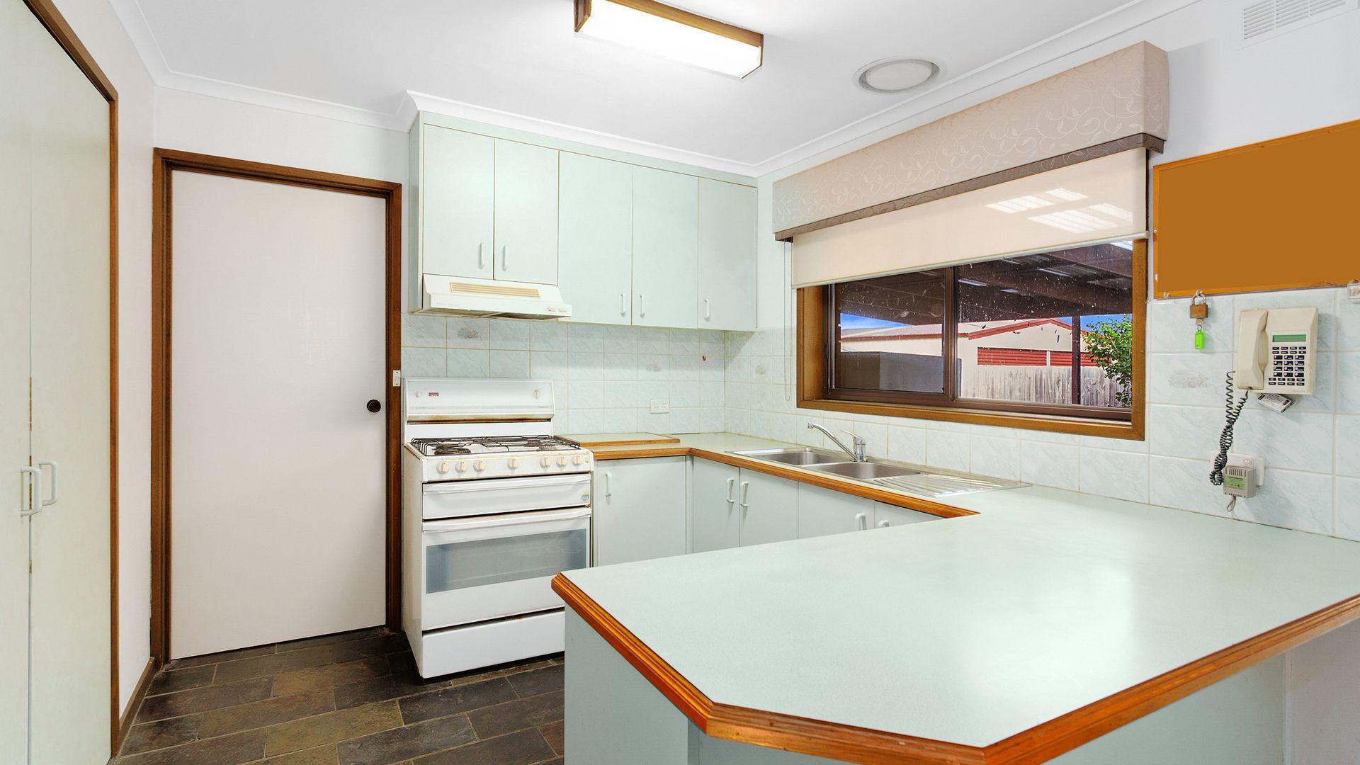 12 Ann Crescent, Pakenham VIC 3810, Image 2