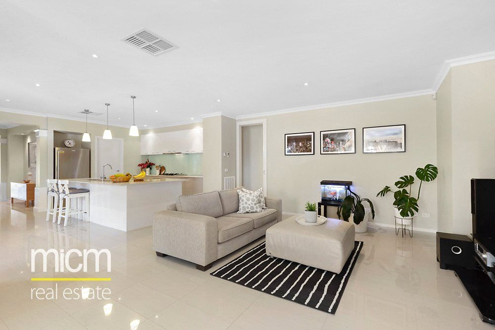18 Cloudy Crescent, Point Cook VIC 3030, Image 1