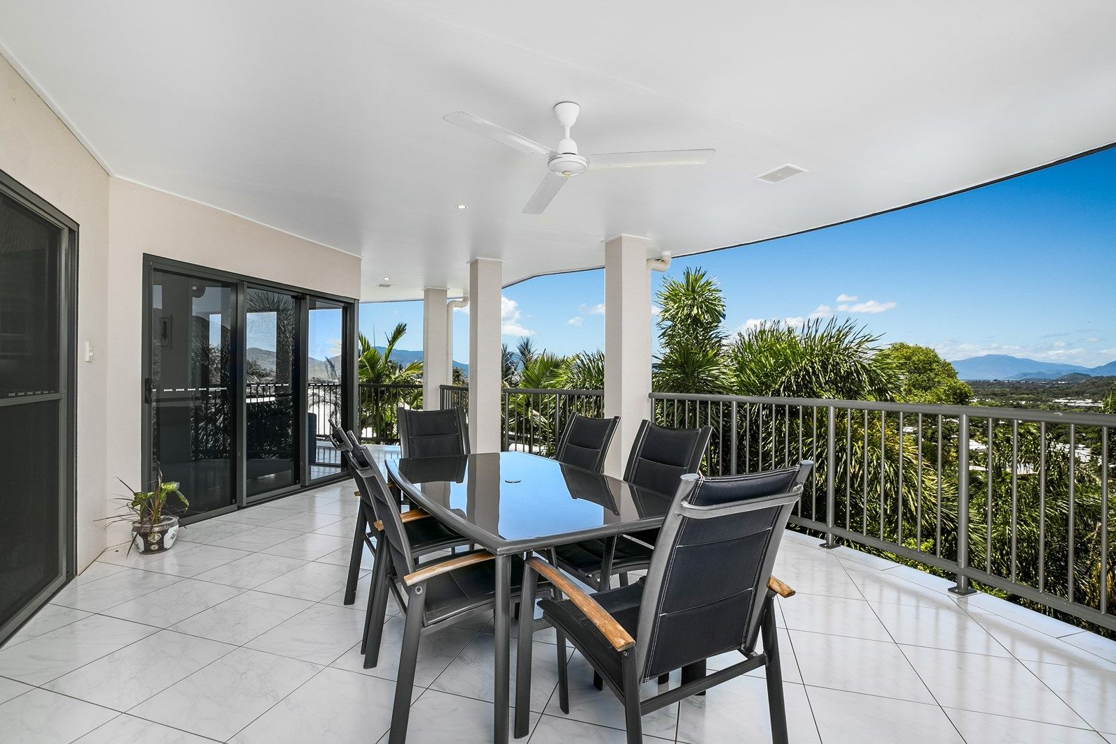 4 Knott Court, Whitfield QLD 4870, Image 2