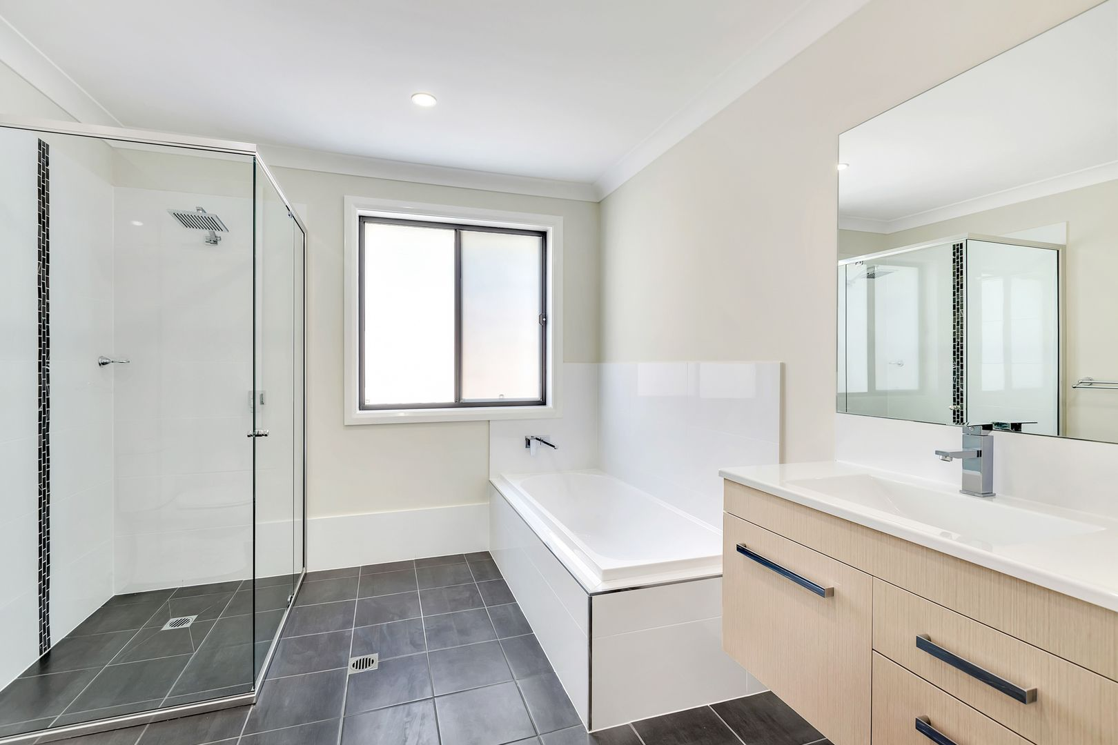 12 Claret Ash Avenue, Lithgow NSW 2790, Image 2