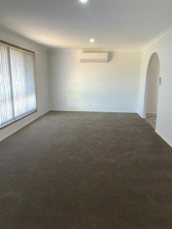 36 Twinlakes Drive, Lake Haven NSW 2263, Image 2