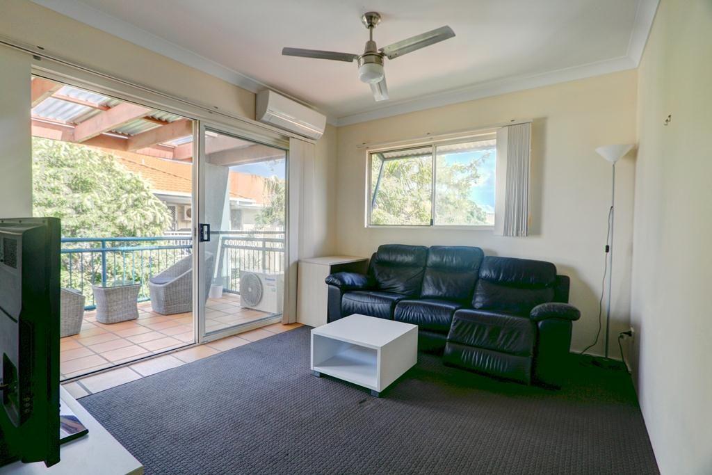 10-14 Purli Street, Chevron Island QLD 4217, Image 2